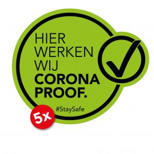Hier werken wij Corona Proof sticker, geschikt voor raam, deur, spiegel etc. groen/zwart. Verplaatsbaar zonder lijmresten achter te laten.
